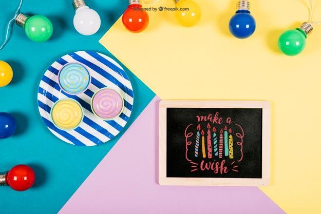 free_birthday_mockup_with_slate_and_colorful_bulbs