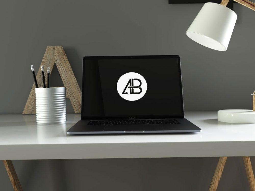 macbook_pro_in_home_office_mockup