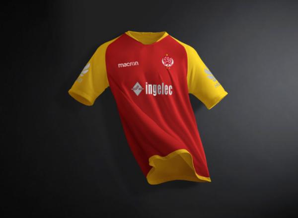 free_soccer_jersey_half_sleeves_t_shirt_mockup_psd
